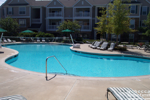 The Lodge at Southpoint's pool.